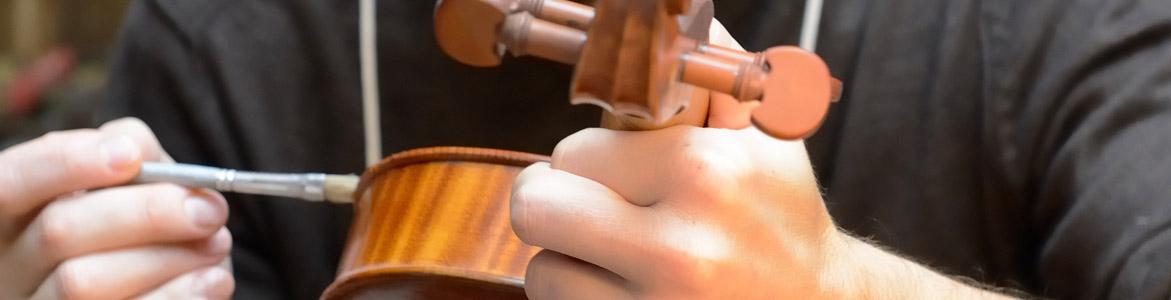 Yann Besson, de l'enfance au luthier