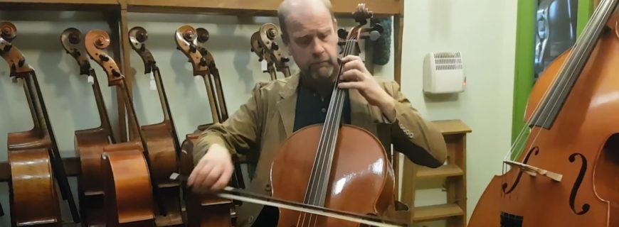 Rencontre musicale : le violoncelliste Richard Tunnicliffe raconte son nouvel instrument par Yann Besson (en)